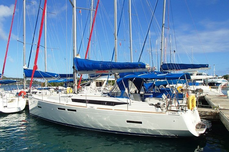 Discover Road Town surroundings on this Sun Odyssey 409 Jeanneau boat