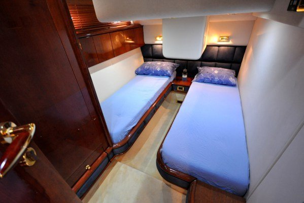 Discover Tortola surroundings on this Squadron 58 Fairline boat