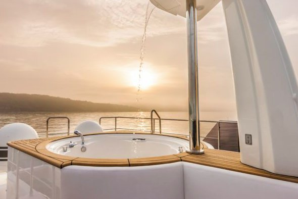 Ferretti Yachts Custom Line's 91.0 feet in Antibes