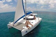 Take a ride to Isla Mujeres on this wonderful catamaran !
