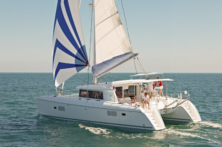 Amazing catamaran for cruising, relaxing and have some fun.