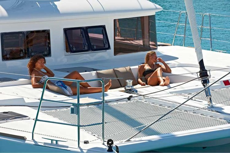 Boat for rent Lagoon 42.1 feet in Doca de Santo Amaro, Portugal