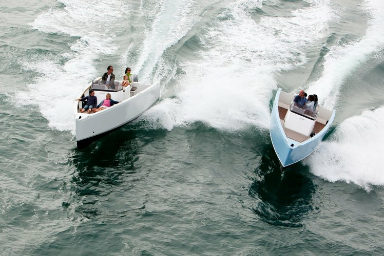 This 23.0' Smartboat cand take up to 6 passengers around Copiague