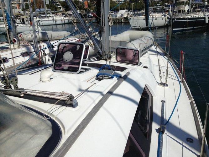 This 46.0' Bénéteau cand take up to 8 passengers around Saronic Gulf