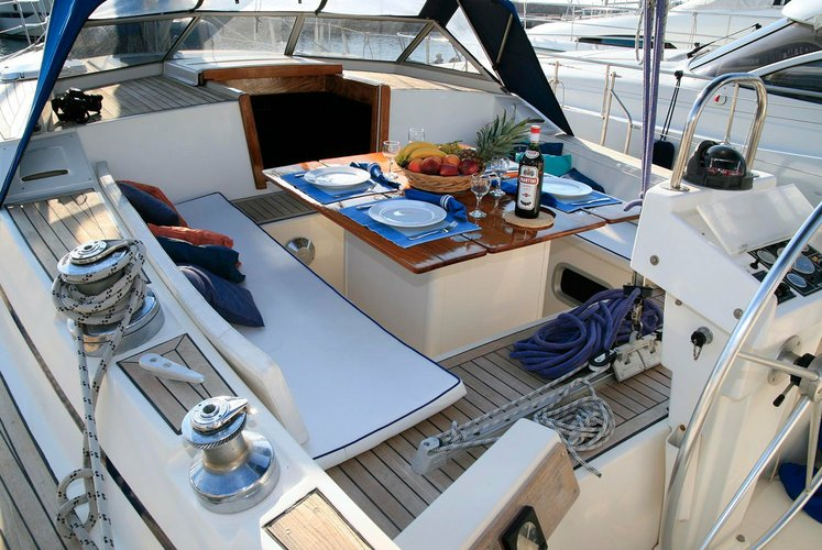 Discover Alimos surroundings on this ATLANTIC 2014 boat