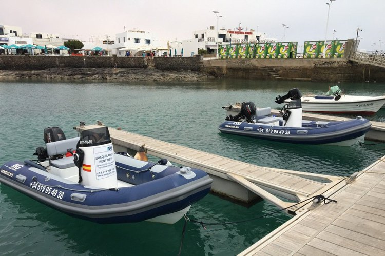 Discover Tequise surroundings on this DR400 VANGUARD boat