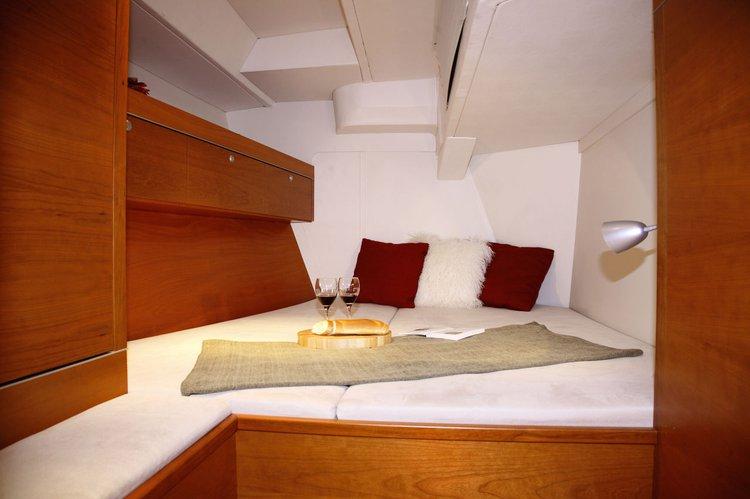 Discover Split region surroundings on this Hanse 545 Hanse Yachts boat