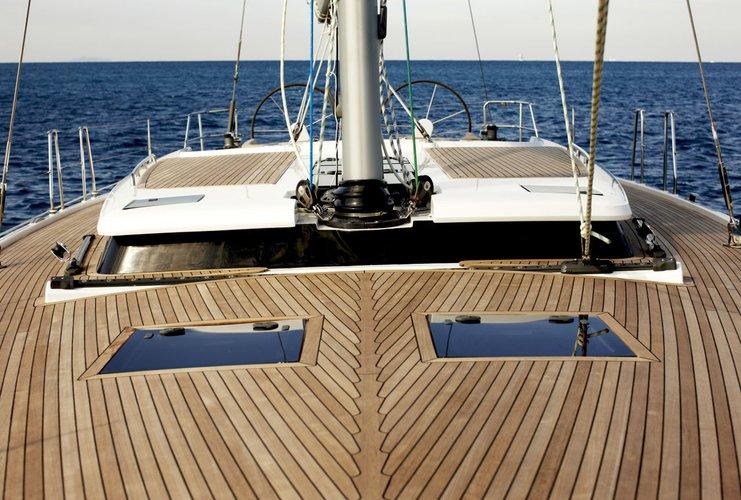 This 53.0' Hanse Yachts cand take up to 6 passengers around Split region