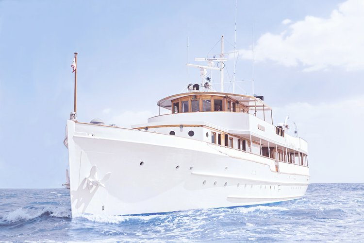 Discover Fort Lauderdale surroundings on this N/A N/A boat