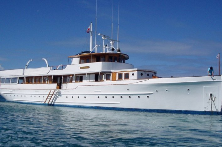 This 122.0' N/A cand take up to 15 passengers around Fort Lauderdale