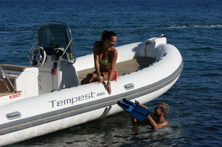 Discover Lagos surroundings on this Tempest 650 Capelli boat