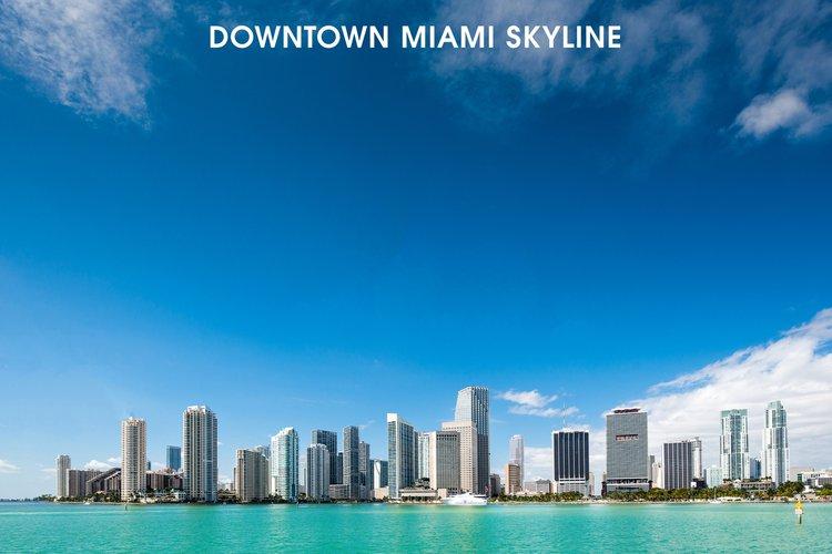 This 45.0' Sea Ray cand take up to 13 passengers around Miami