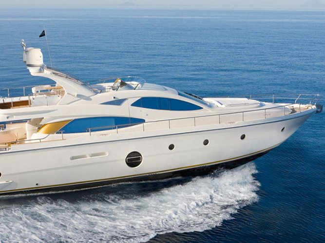 This 64.0' Aicon cand take up to 8 passengers around Alimos