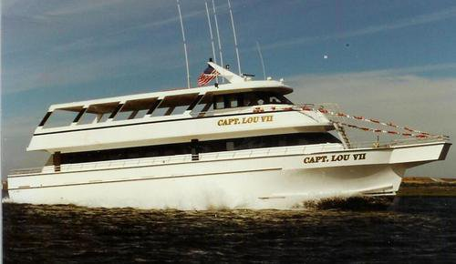 Enjoy private cruising in New York on spacious yacht