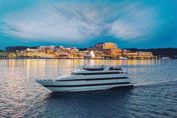 Dine & wine in Washington aboard a luxurious yacht
