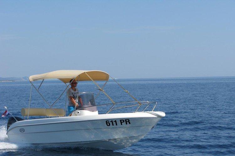 Discover Ugljan surroundings on this Open 17 MF Speedboat Primus Marine boat