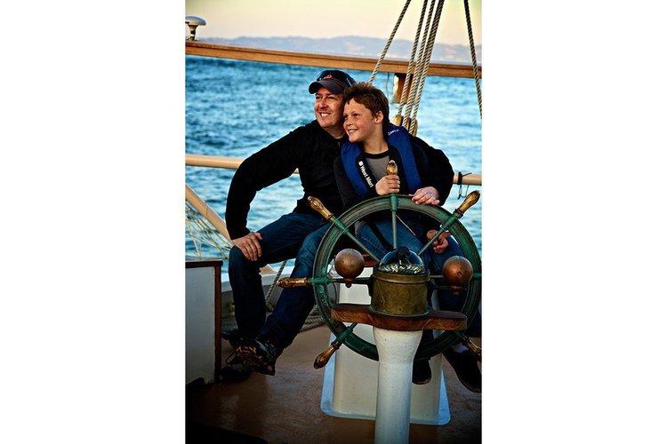 Discover Sausalito surroundings on this Custom Custom boat