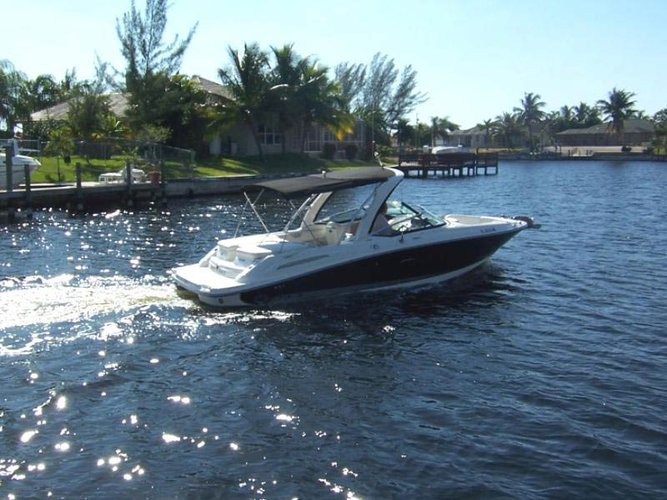 Make your upcoming vacation memorable onboard 25' Sea Ray