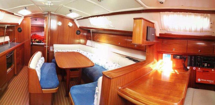 This 39.0' Bavaria Yachtbau cand take up to 7 passengers around Šibenik region