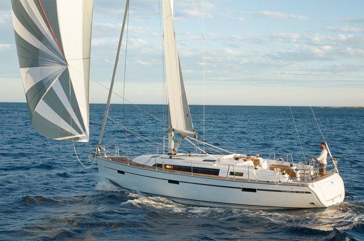 This 40.0' Bavaria Yachtbau cand take up to 6 passengers around Saronic Gulf