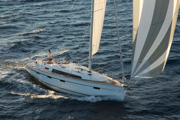 This 40.0' Bavaria Yachtbau cand take up to 7 passengers around Saronic Gulf