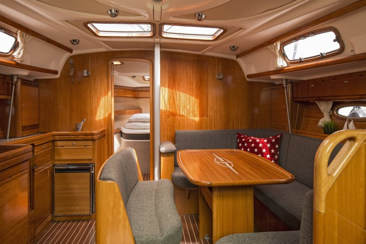 This 42.0' Bavaria Yachtbau cand take up to 7 passengers around Stockholm County