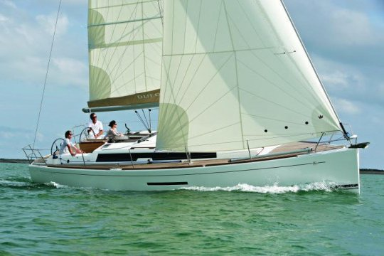 This 38.0' Dufour cand take up to 8 passengers around Saint-Mandrier-sur-Mer