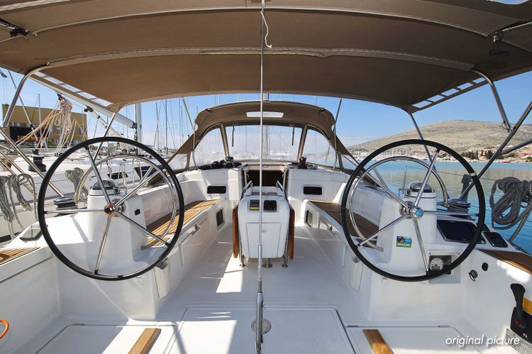 This 47.0' Jeanneau cand take up to 9 passengers around Split region