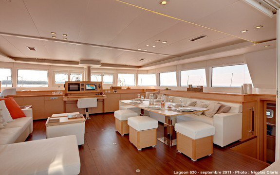 Discover Annapolis surroundings on this 4.1 Owner Version Bali boat