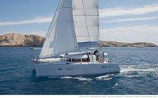 Have fun in Bahamas onboard this luxurious sailing catamaran