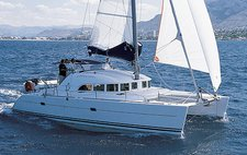 Sail the waters of Saronic Gulf on this comfortable Lagoon-Béné