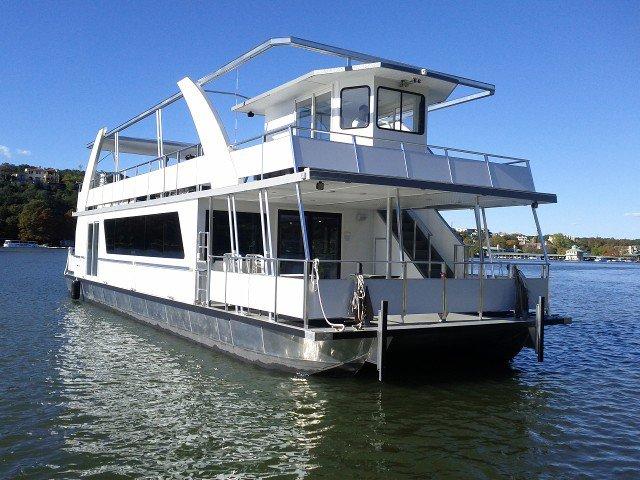 Eat, drink and enjoy onboard this fantastic catamaran