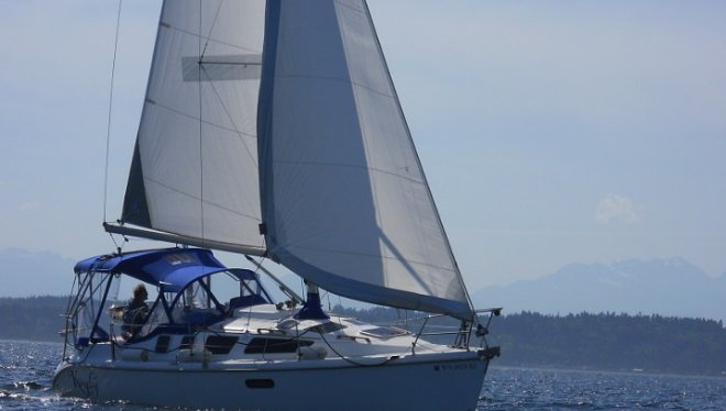 Charter a cruising monohull for an awesome experience in Seattle