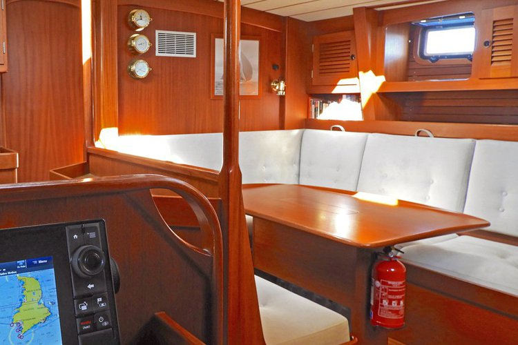 Up to 8 persons can enjoy a ride on this Cruiser boat