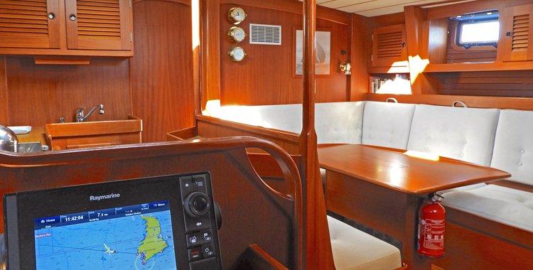 Cruiser boat for rent in Foinikas