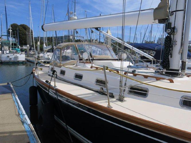Have fun in San Francisco on board our 41' cruising monohull