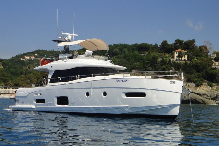 Nautical Experiences in Cascais on a beautiful Azimut