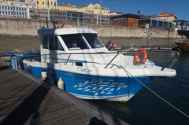 This 27.6' starfisher cand take up to 10 passengers around Lisboa