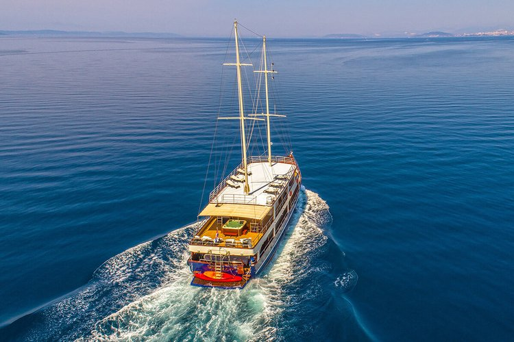 Classic boat for rent in Trogir
