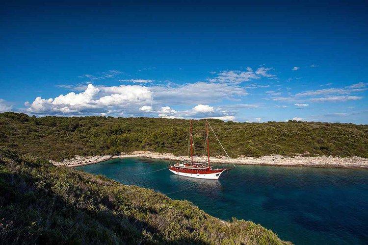 Classic boat for rent in Split