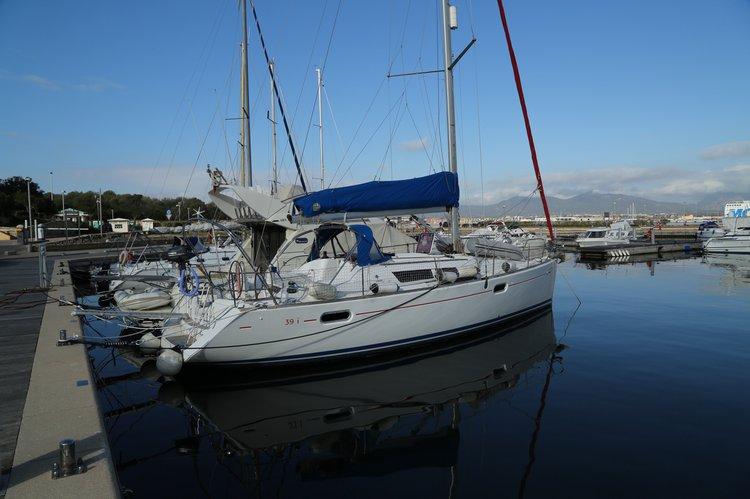 Cruiser boat rental in Puerto de Alicante, Spain