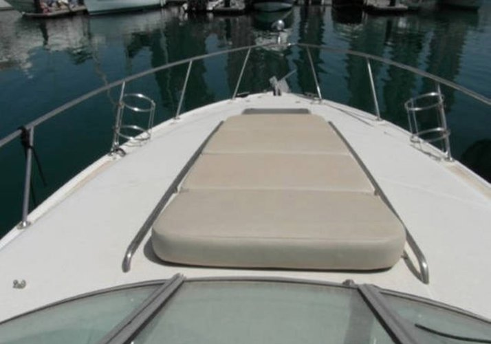 This 30.0' Chaparral cand take up to 4 passengers around Miami