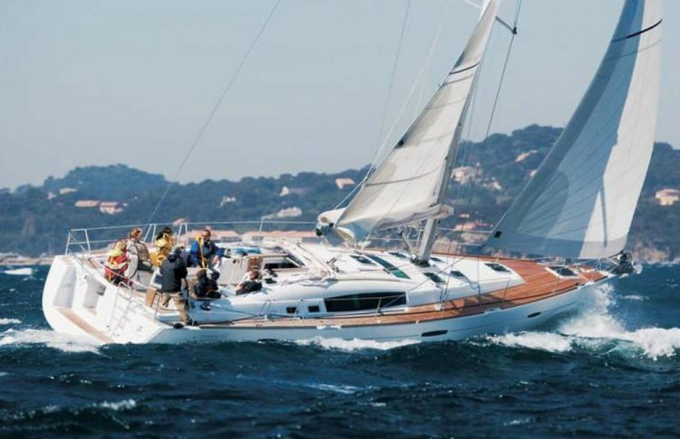 Discover Phuket surroundings on this Cyclades 50.5 Beneteau boat