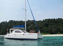 Have fun in Sentosa Cove aboard 39' sailing catamaran