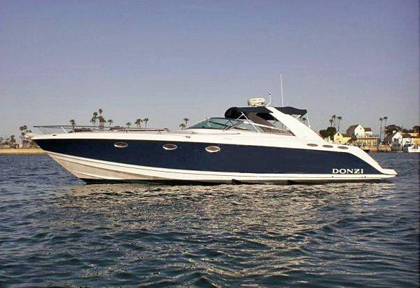 This 40.0' DONZI cand take up to 12 passengers around Newport Beach