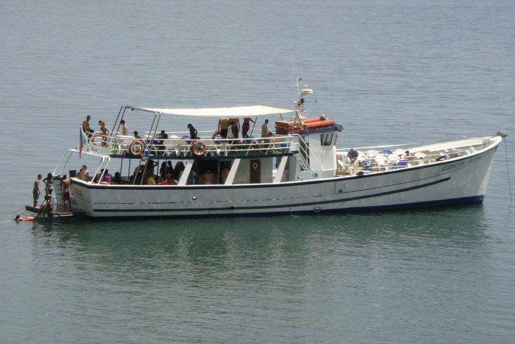 80 guests capacity, 2 solariums wooden motor boat