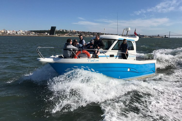 Saltwater fishing boat for rent in Lisboa