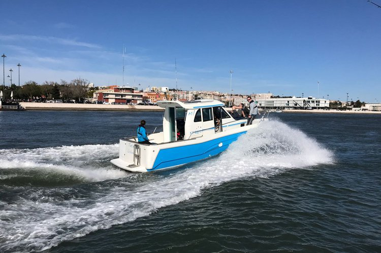 Discover Lisboa surroundings on this 840 WA starfisher boat
