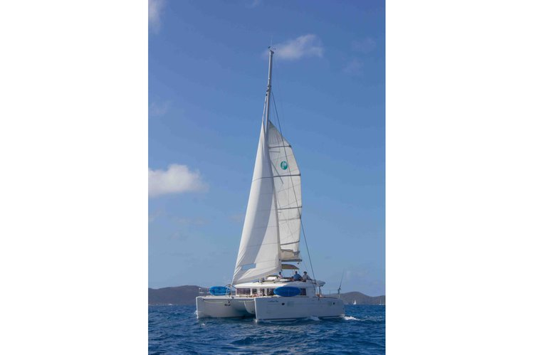Discover Nanny Cay surroundings on this 450 Lagoon boat