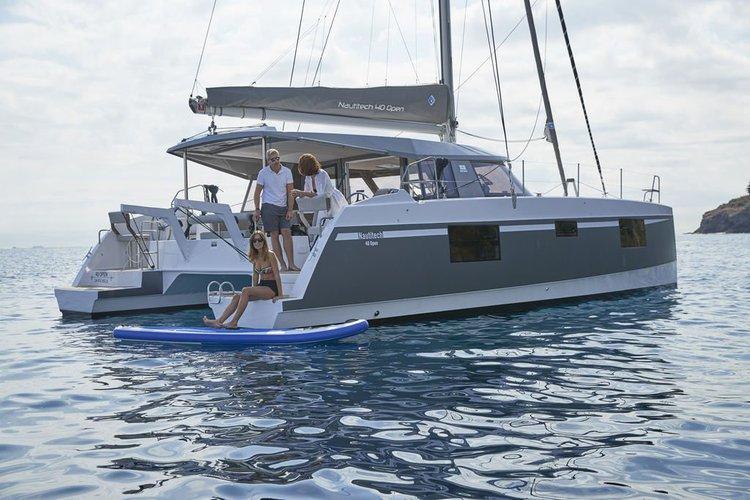 This 39.0' Nautitech cand take up to 9 passengers around Nanny Cay